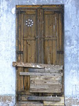 Gambar : kayu, antik, jendela, tua, mebel, lemari, pintu ...