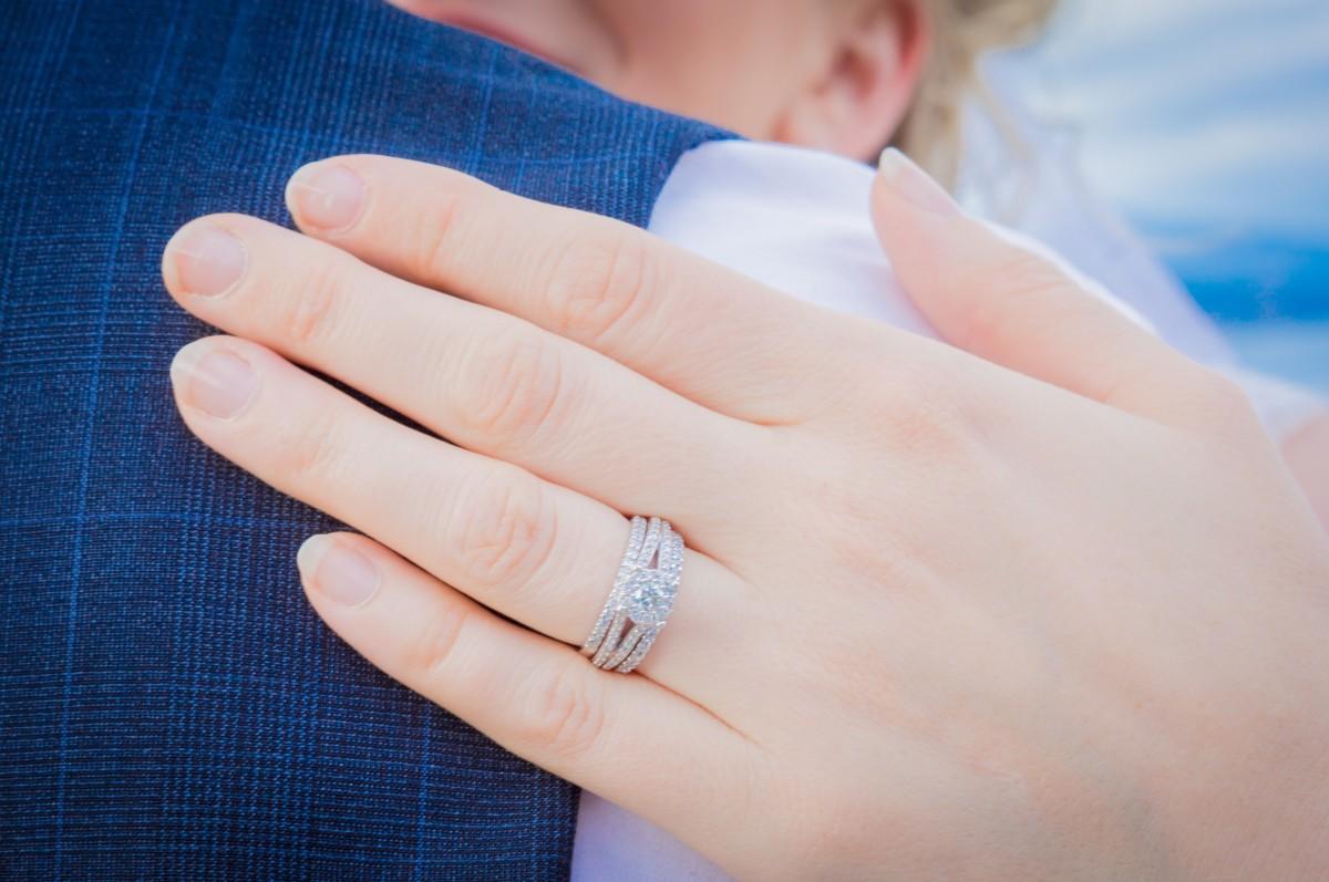 Gambar Jari Pernikahan Pengantin Menikah Berpegangan Tangan