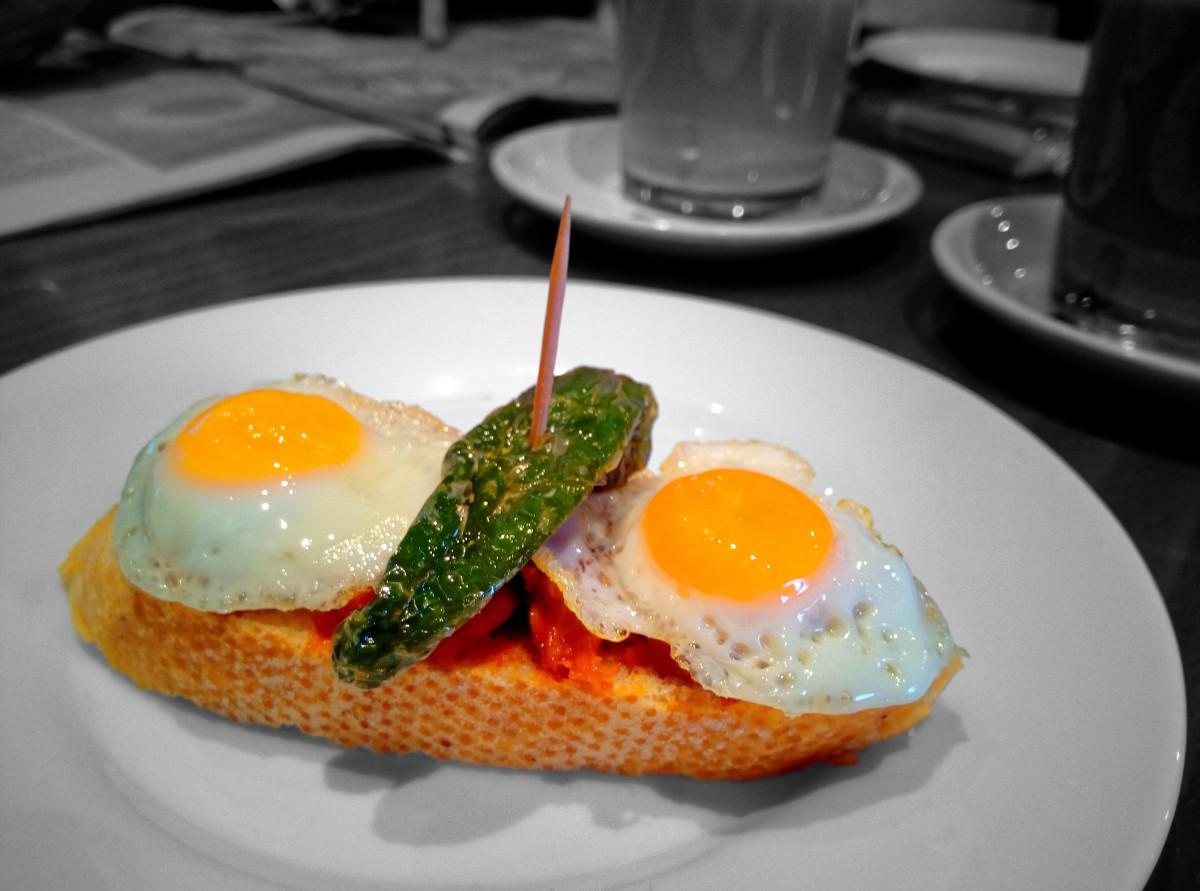 Fotos gratis mesa caf ma ana restaurante plato for Mesa desayuno
