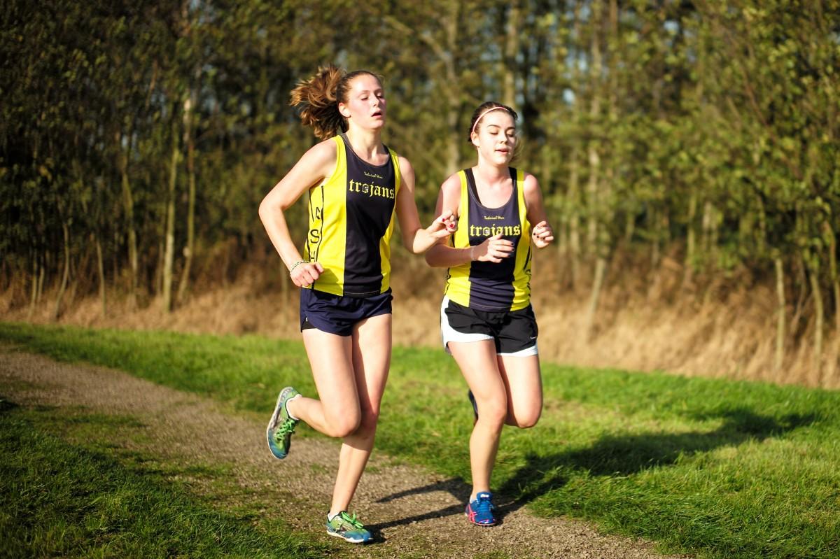 ¿Cómo empezar a hacer deporte? Leica_school_boy_lake_holland_netherlands_girl_sport-442129