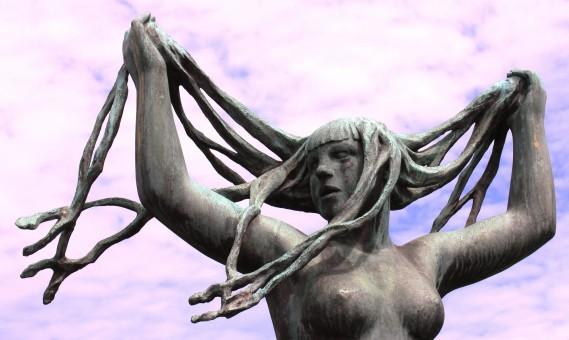 скульптура голая женщина-шл1