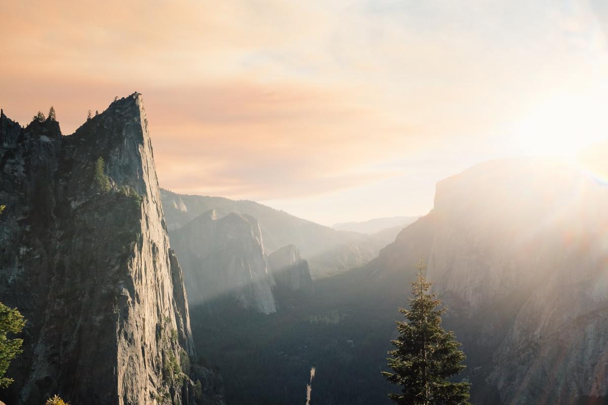 Gambar Pemandangan Gunung Awan Matahari Terbit Matahari