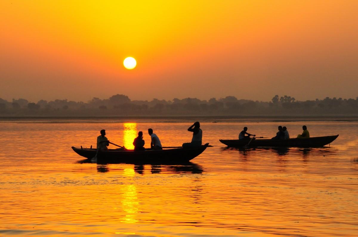 mar amanecer puesta de sol barco Mañana lago amanecer oscuridad noche paleta reflexión vehículo kayac paseo en barco Barcos India Ganges Embarcaciones Remo acuático Varinasi
