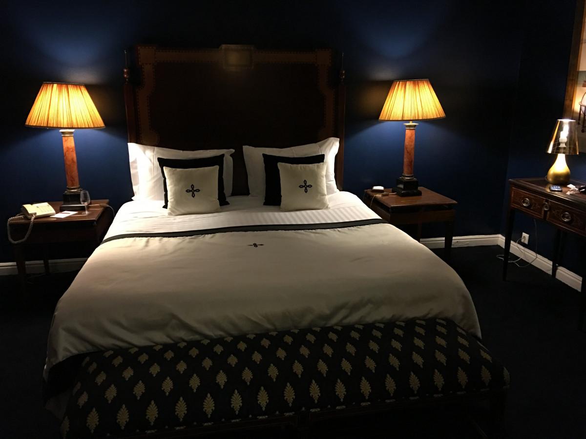 무료 이미지 : 화이트, 여행, 천장, 재산, 푸른, 거실, 가구, 베개 ...
