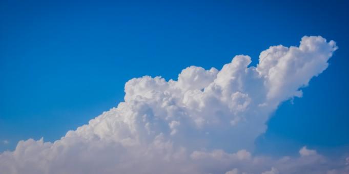 多云天气f图片_图片素材 : 地平线, 天空, 白色, 阳光, 大气层, 白天, 积云, 蓝色 ...