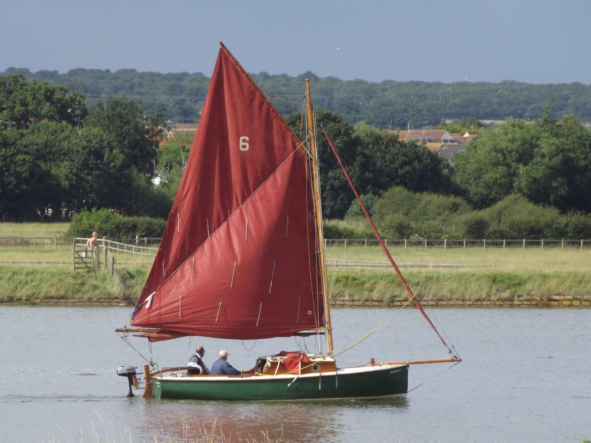 лодка парусная из европы