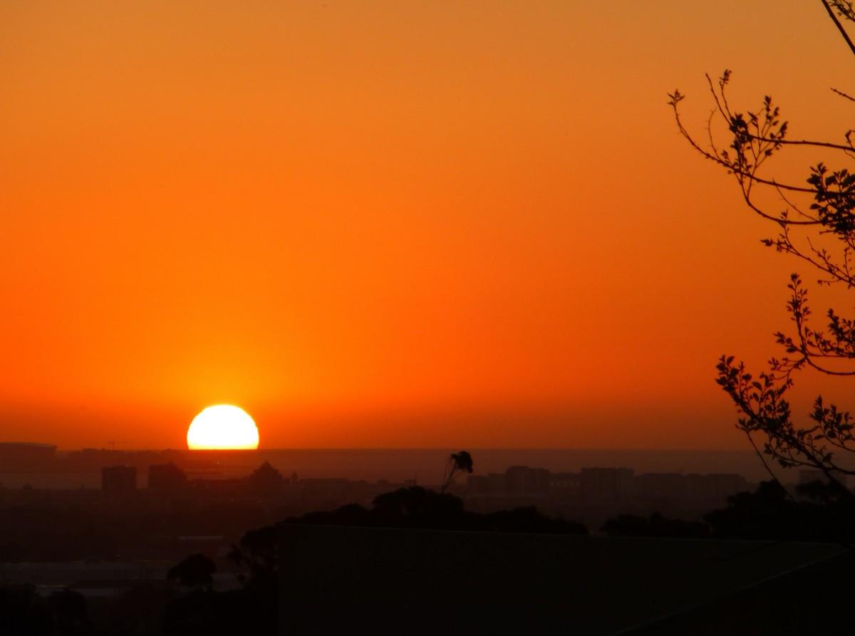 горизонт солнце Восход закат солнца Солнечный лучик утро рассвет атмосфера смеркаться вечер оранжевый Красный Farbenspiel Огненный шар Abendstimmung Послесвечение Солнечный шар Sonnenkugel Атмосферное явление Красное небо утром
