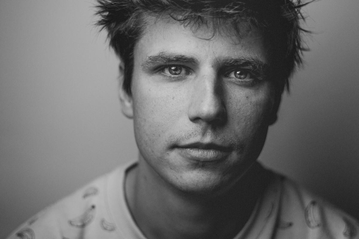 Images gratuites homme photographier la personne noir et blanc poils du visage - Appareil pour couper les poils du nez ...