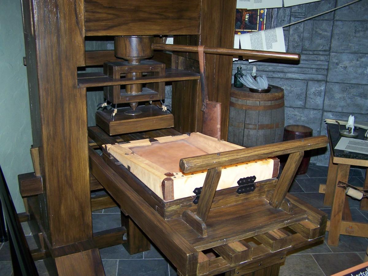 Immagini belle tavolo legna sedia interno capanna for Mobilia spazio