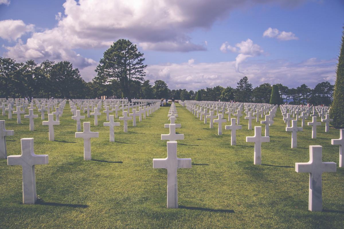 monument militaire France vert soldat armée traverser cimetière décès la tombe Mémorial guerre cimetière américain patriote honneur la Normandie tombeau enterrement vétéran caractéristique géographique