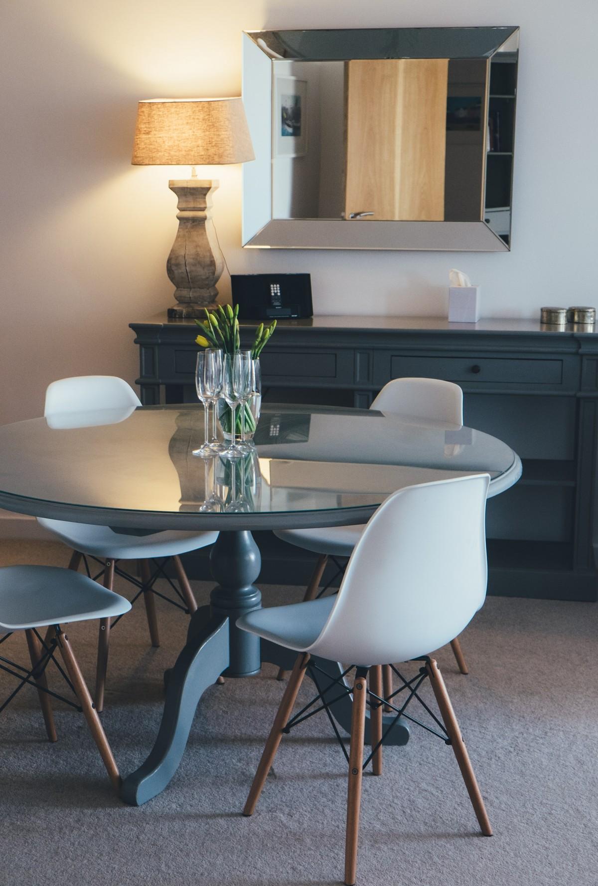 Gratis Afbeeldingen : bureau, tafel, hout, stoel, verdieping, huis ...