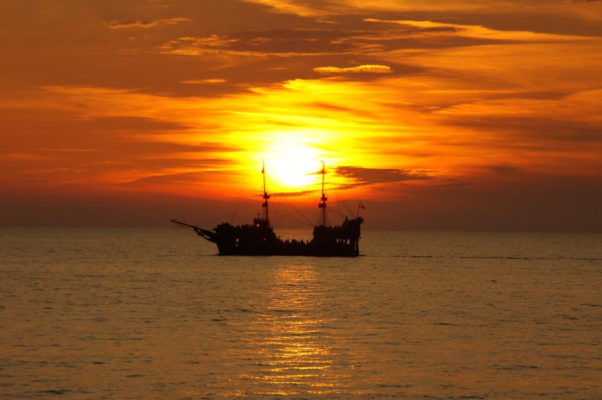 дачных картинки корабля солнце открытки букет сирени