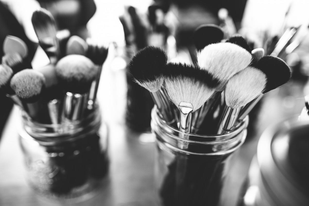 en blanco y negro blanco fotografía cepillo tarro negro monocromo maquillaje brocha de maquillaje de cerca Fotografía macro Fotografía de la vida inmóvil Fotografía monocroma