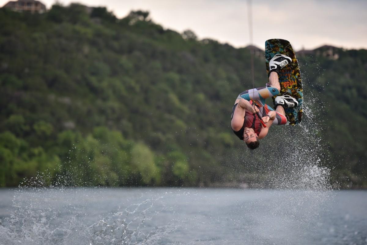 homme Montagne sport Lac sport extrême Wakeboard Flip des sports trajet gratuit sport d'eau ski nautique Atmosphère de la terre Boardsport Sports nautiques de surface Sports nautiques remorqués