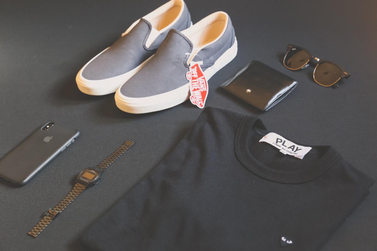 accessoire Pomme T-shirt noir marques Casio Vêtements Comme Des Gar ons élégant Lunettes mode Appartement chaussure iPhone X cuir luxe homme moderne jouer Rayban chaussures style T-shirt Fourgonnettes portefeuille porter Montre-bracelet
