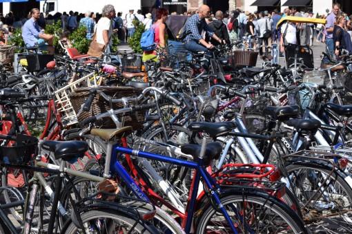 Cykler klar til cykelruter, supercykelstier og grønne cykelruter og cykelkort over København
