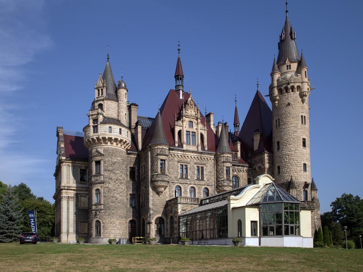Immagini belle costruzione chateau castello chiesa for Casa di architettura gotica