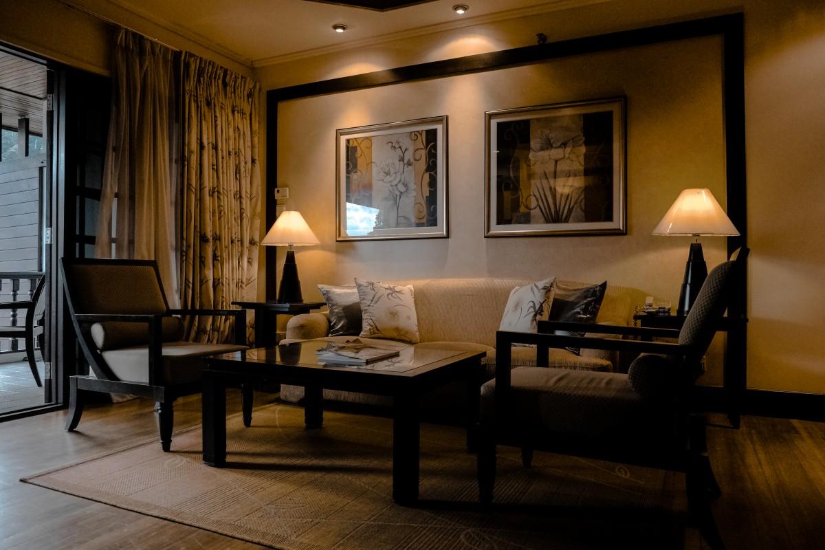 Gambar vila lantai rumah pondok liburan milik for Chair 9 hotel