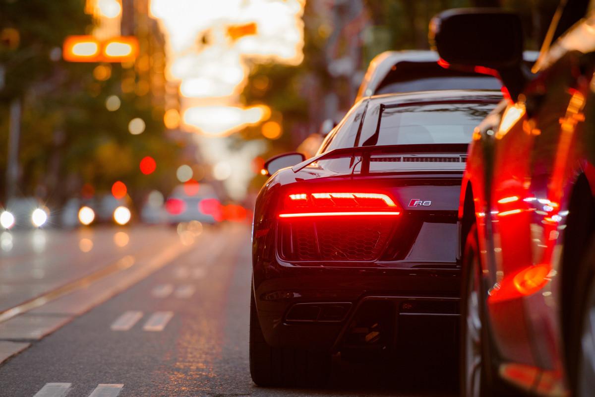 ușoară trafic stradă mașină noapte fotografie seară roșu vehicul mașină sport vehicul cu motor supercar Imagine rece instantaneu misto poza masina de oras masina sport exterior auto mașină compactă monitorului de calculator design auto vehicul de lux masina de performanță iluminat auto
