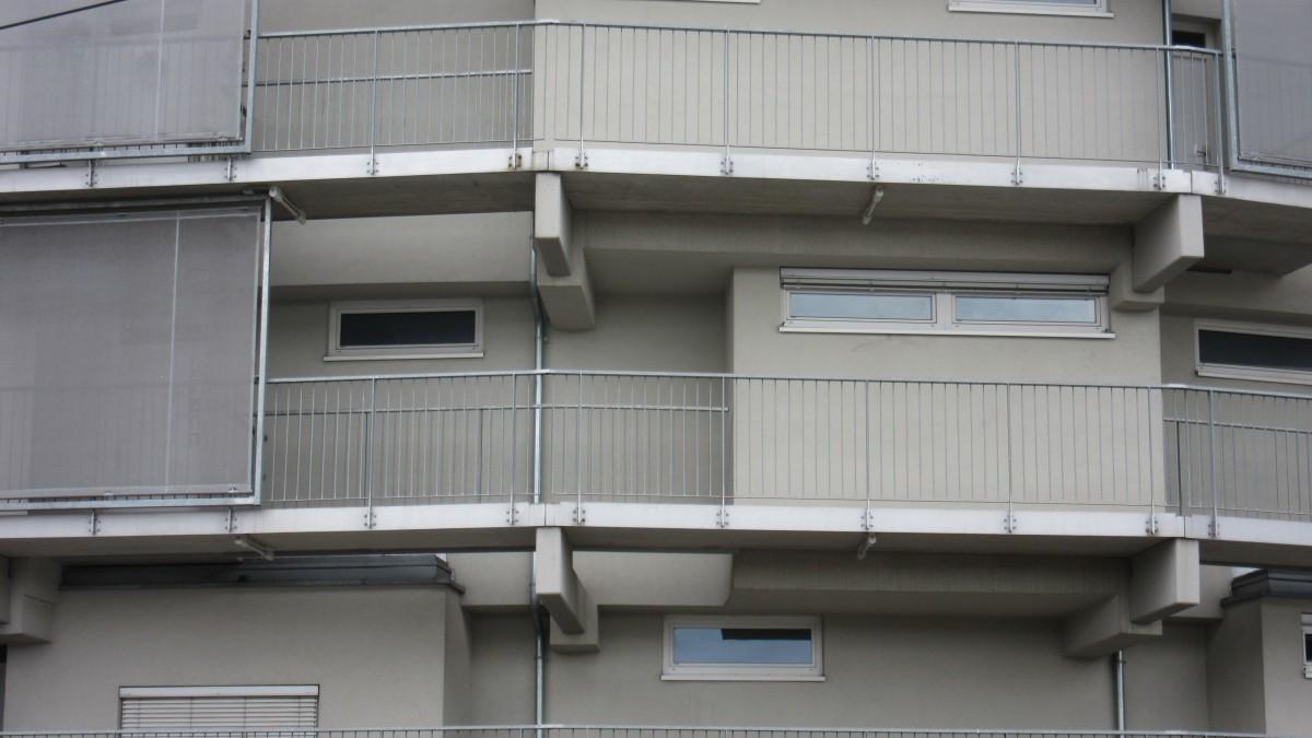 Fotos gratis arquitectura ventana casa balc n for Iluminacion para balcones