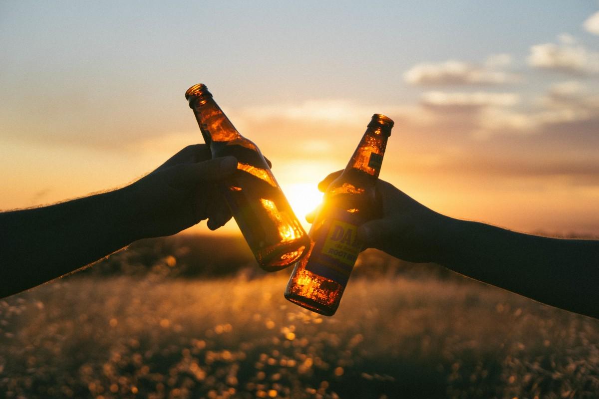 ハンド シルエット 光 日没 写真 太陽光 朝 イブニング ボトル エクストリームスポーツ ビール 応援 地球の雰囲気