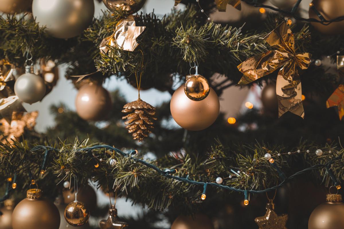 Weihnachtsbeleuchtung Tannenzapfen.Kostenlose Foto Verwischen Weihnachtskugeln