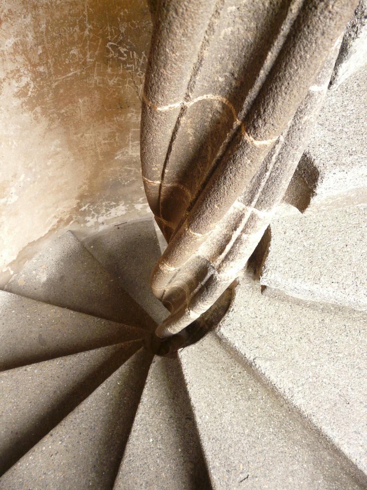Gratis billeder : lys, arkitektur, spiralformet, linje, afstamning, belysning, vindeltrappe ...