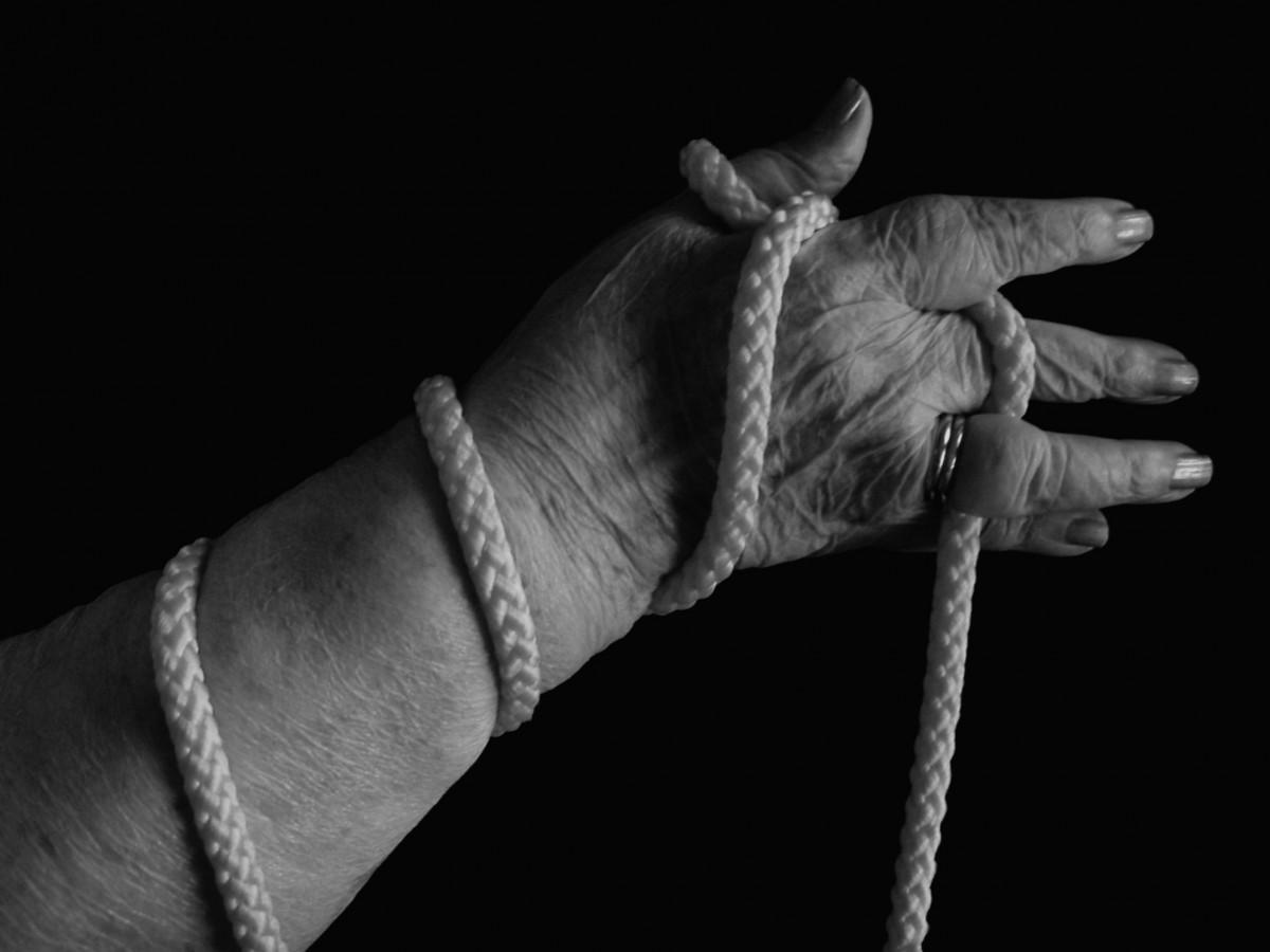 Связанные руки картинка