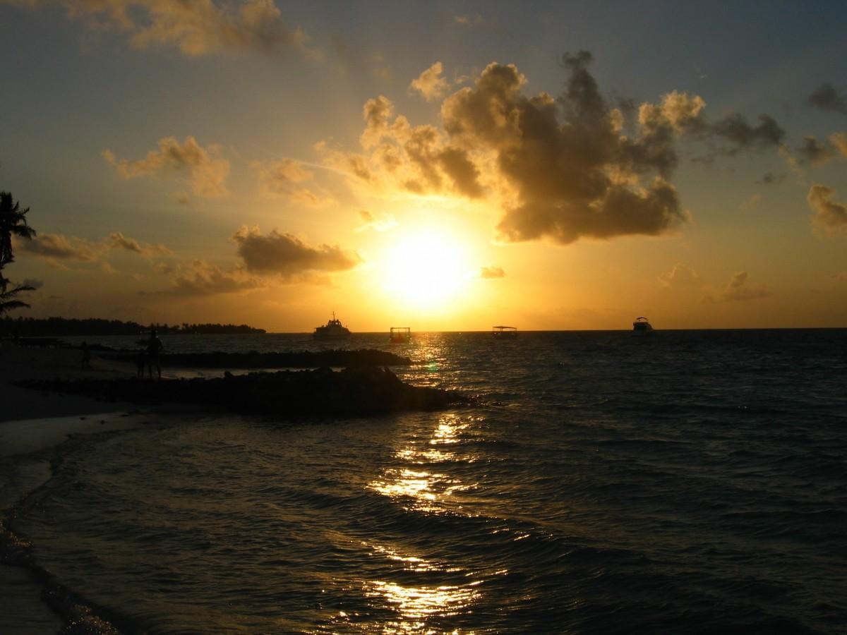 Images gratuites plage mer c te oc an horizon nuage ciel soleil lever du soleil le - Palpitations le soir au coucher ...