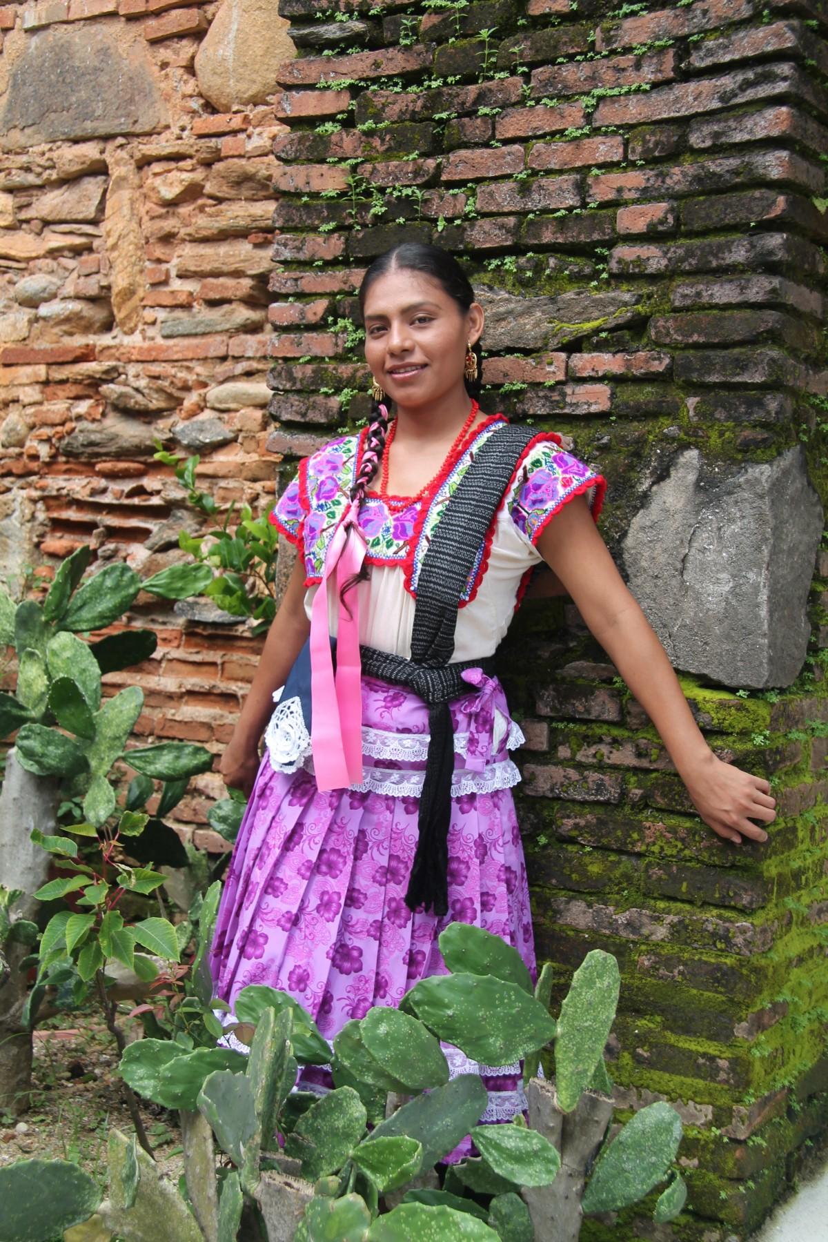 Fotos gratis : cactus, gente, flor, verde, Iglesia, jardín, vestir, mujer, mexicano, indígena ...
