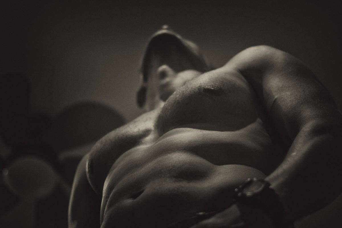 Regularnie ćwiczysz mięśnie brzucha, ale wciąż daleko Ci do 6-paku? Podpowiadamy