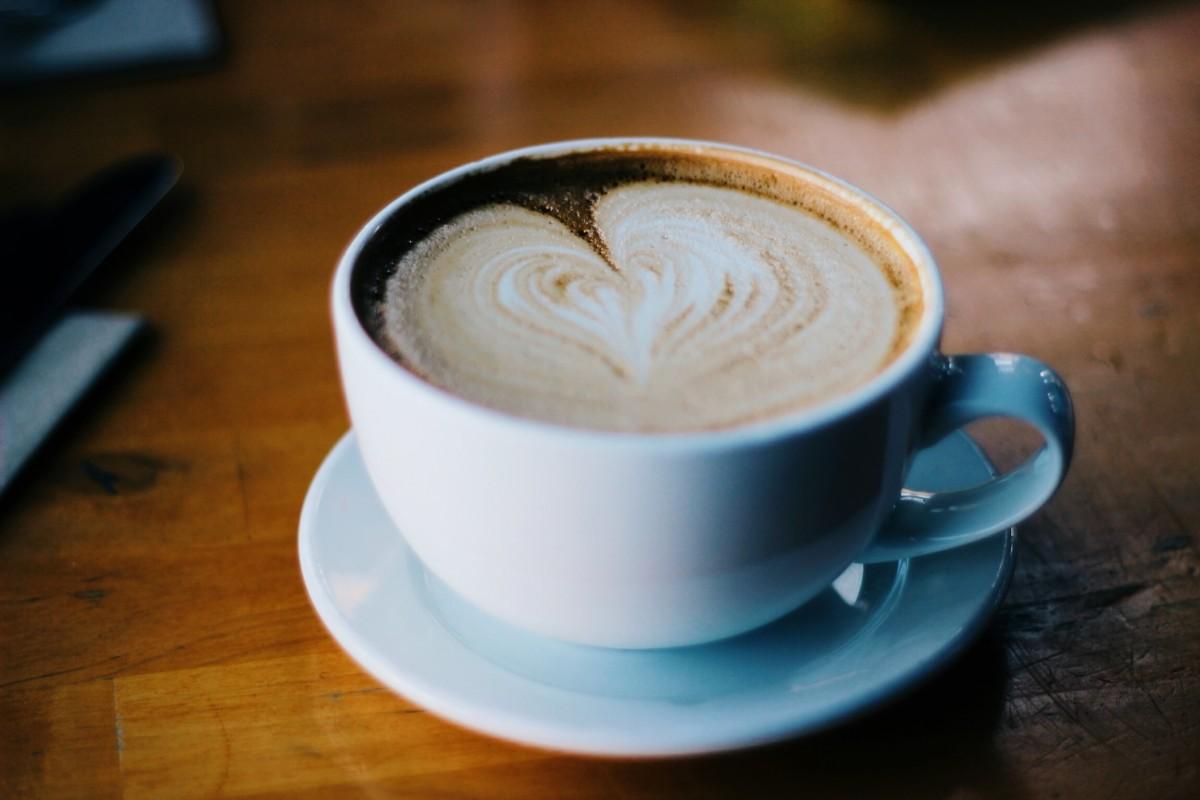 Immagini belle : tavolo latte macchiato cappuccino bere caffè