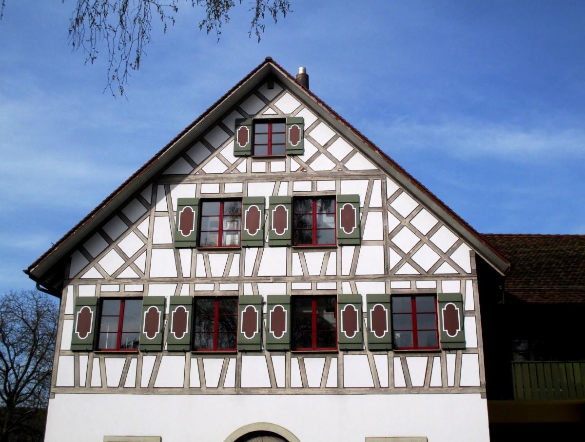 Fotos gratis mesa arquitectura sol casa balc n fachada azul sillas persianas suiza - Persianas palacio ...