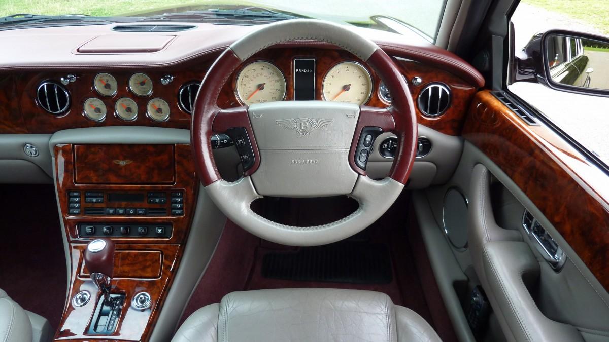 Images gratuites la technologie cuir roue chaise for Interieur voiture de luxe