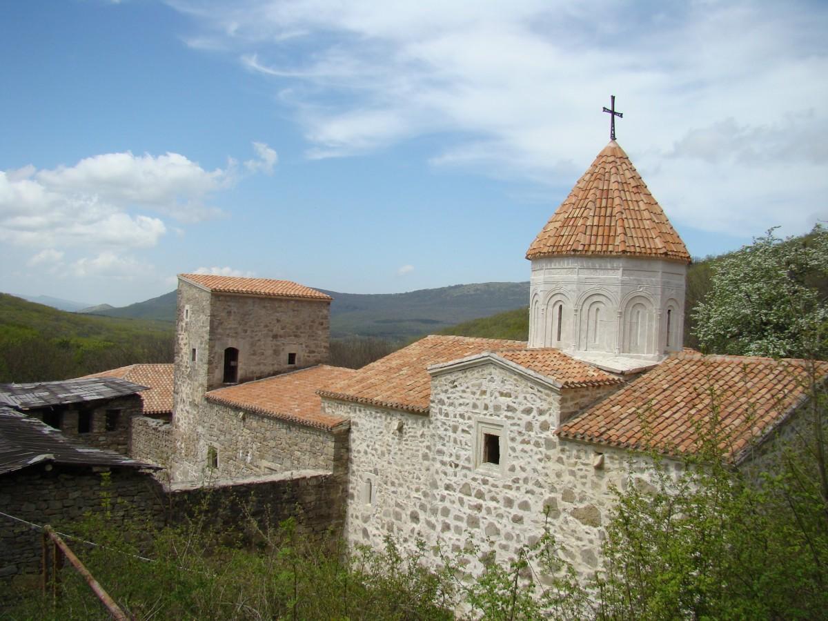 тьме ночной, картинка охват армянский монастырь мать