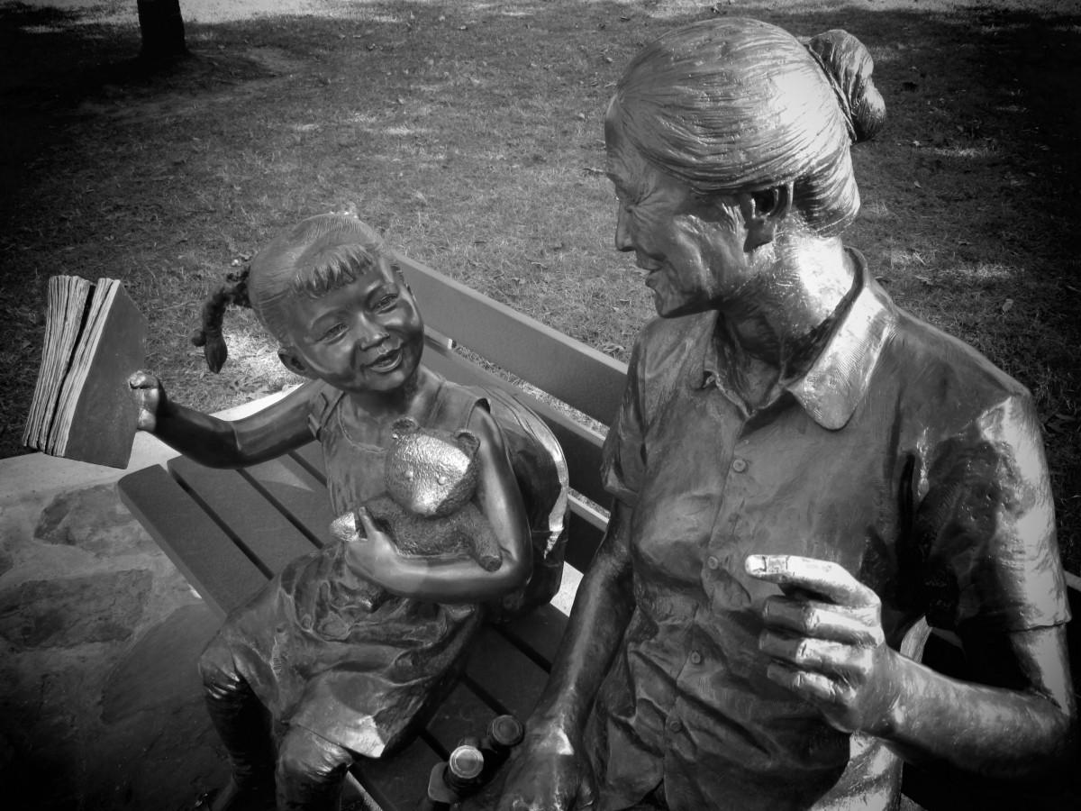 la personne noir et blanc fille monument statue soldat parc Monochrome grand-mère grand-mère sculpture Enfants figure bronze Texas observation des oiseaux Photographie monochrome film noir pays du sucre