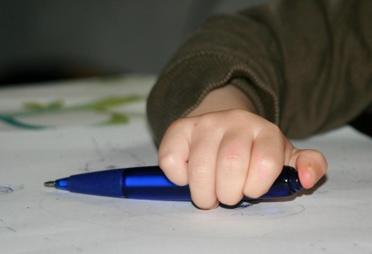 Kostenlose foto : Hand, Stift, Bein, Finger, blau, Arm, Nagel ...