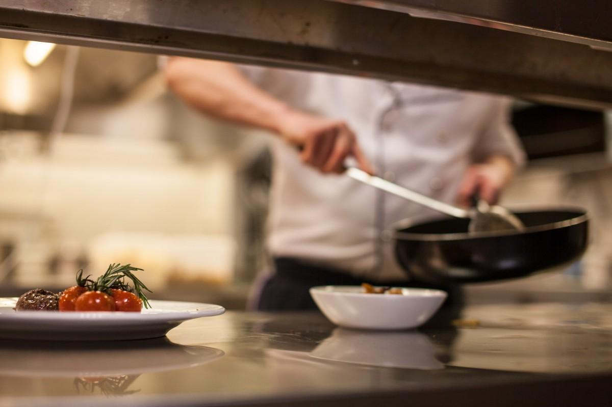6 Kitchen Design Trends Inspired by Restaurant Kitchens