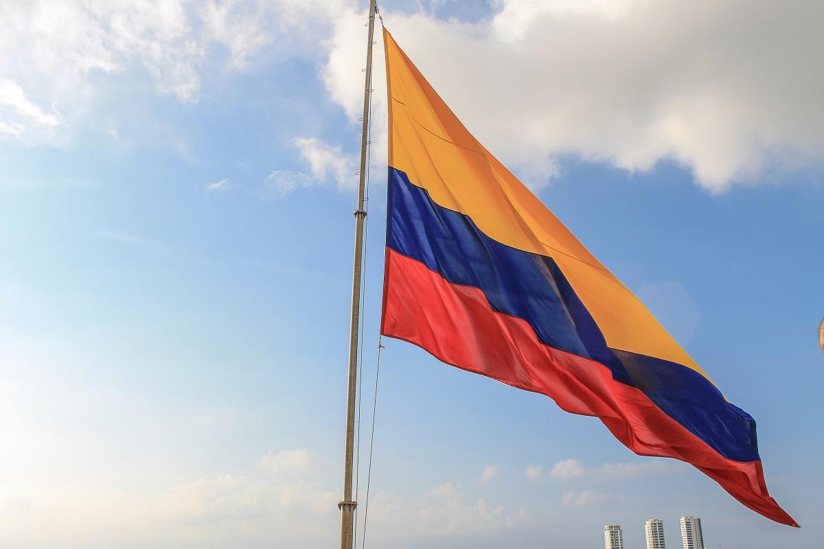 cielo puesta de sol viento vehículo mástil bandera Nubes Colombia Bandera de los estados unidos Bandera colombiana