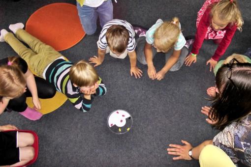 spielen,Farbe,Kind,Kinder,Spaß,glücklich