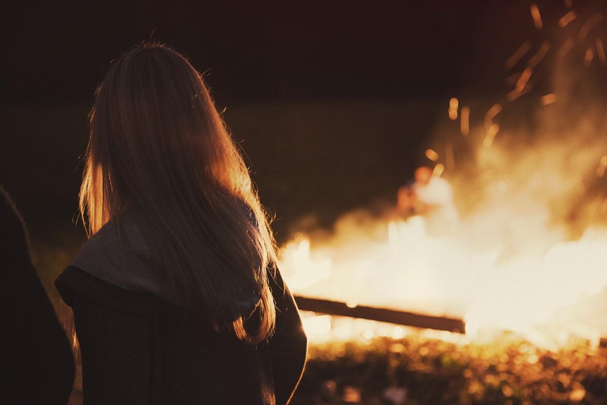 Сжег фото девушки