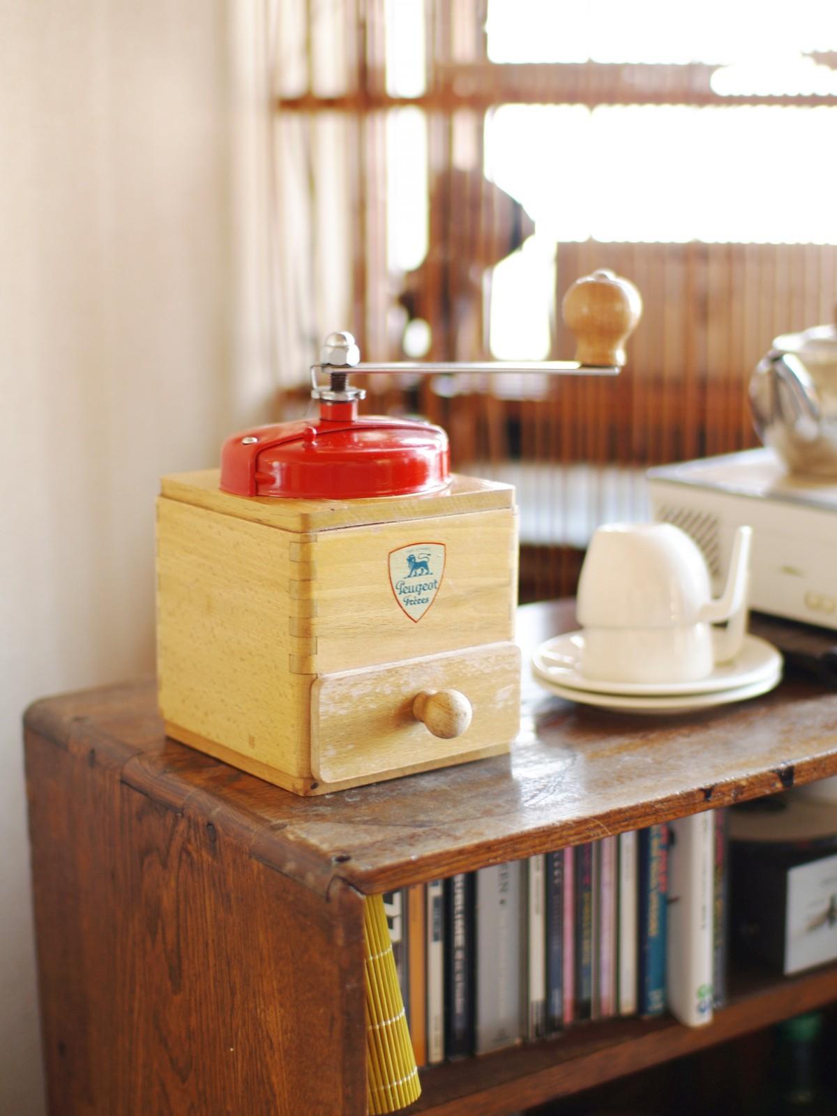 kostenlose foto tabelle cafe kaffee holz retro tasse regal m bel zimmer m hle regale. Black Bedroom Furniture Sets. Home Design Ideas