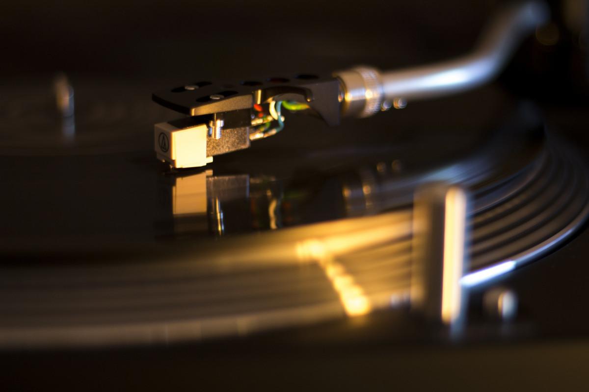 Free Images : music, needle, vinyl, turntable, light ...