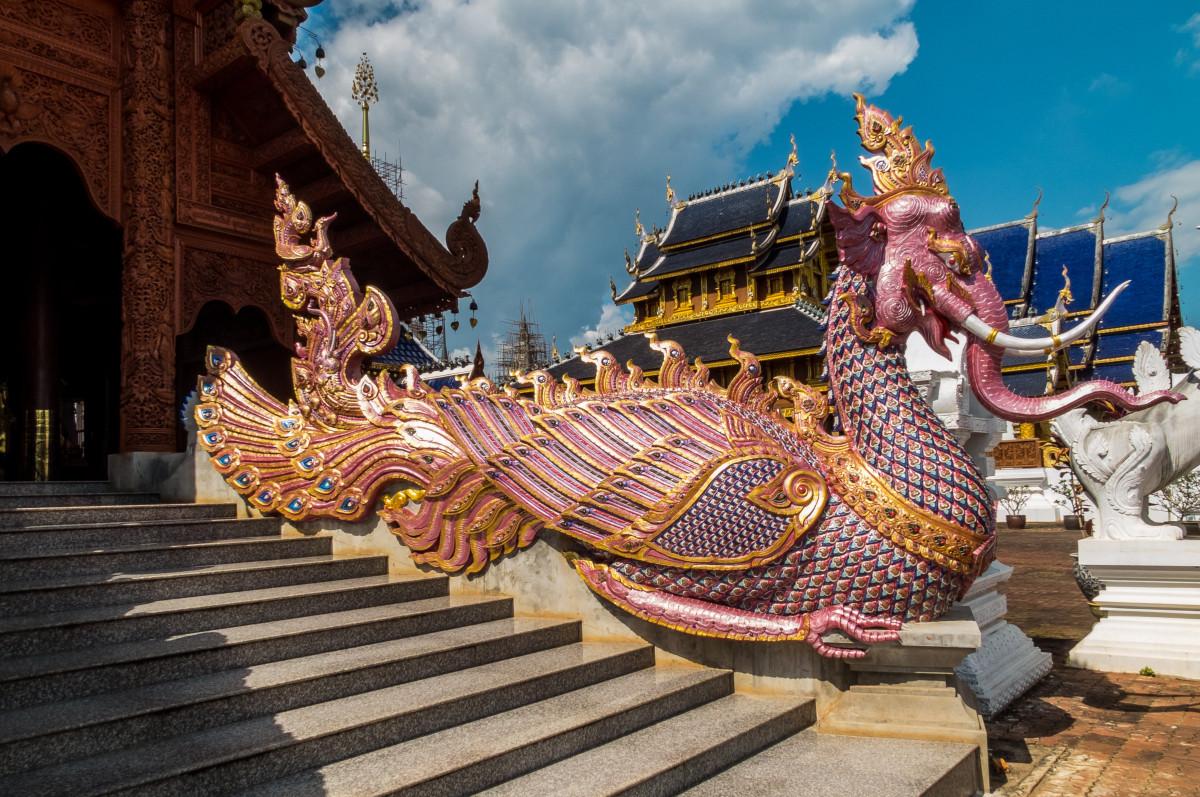 карнавал парк развлечений Место поклонения Скульптура Фестиваль храм Традиция Wat Храмовый комплекс Индуистский храм Север Таиланда Змея-дракон