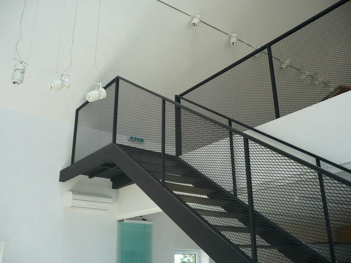 Fotos gratis arquitectura interior vaso pared escalera techo l nea metal fachada - Escalera de techo ...