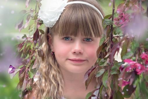 Fotos gratis : persona, niña, flor, modelo, verde, niño, amistad, rosado, juguete, oso de ...