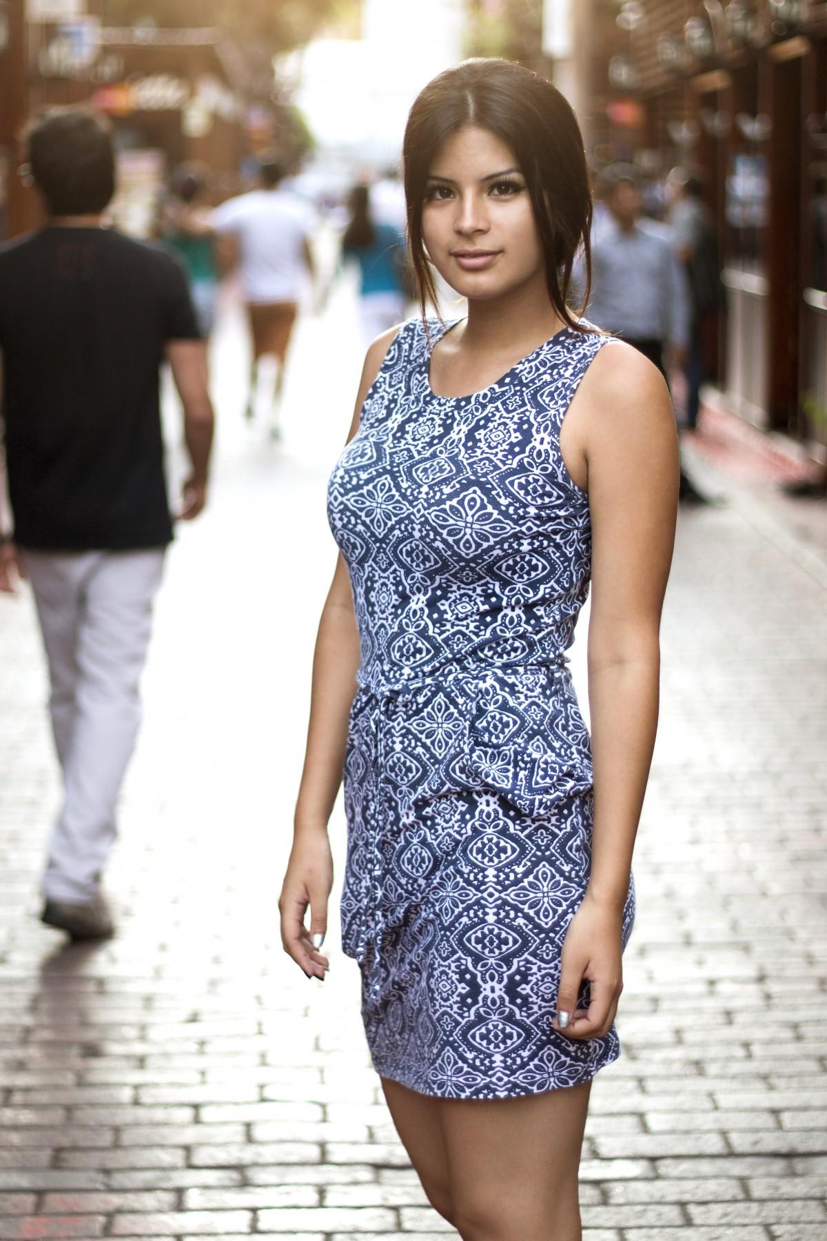 4b9bd3c86af 무늬 모델 봄 유행 의류 시즌 드레스 라틴어 겉옷 소매 사진 촬영 섹시 벨레 자 제니퍼