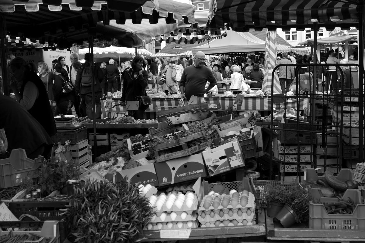 market germany markt marketplace blackwhite photograph blackandwhite bw alemania monochrome hessen farmersmarket hassia schwarzweis germania wochen offenbach allemagne schwarzweiss hesse