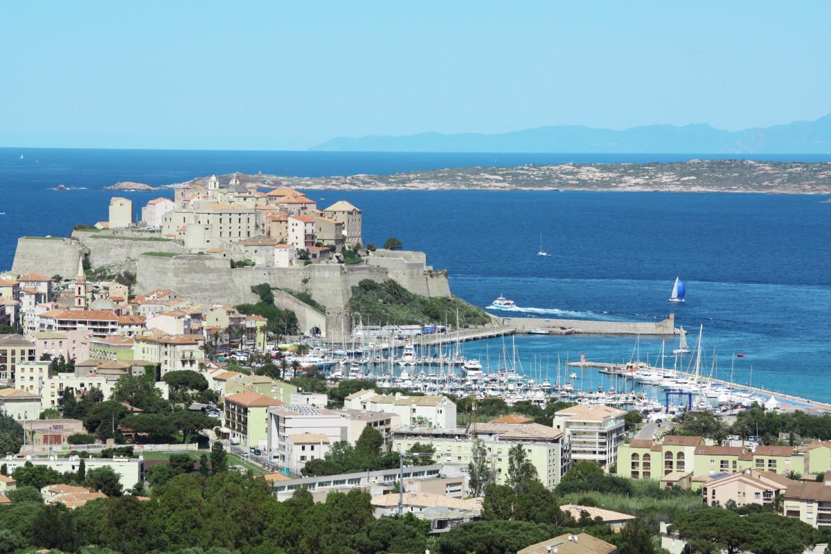 mer côte la nature ville Paysage urbain vacances France baie point de repère tourisme cap Corse Vue d'oiseau photographie aérienne Calvi