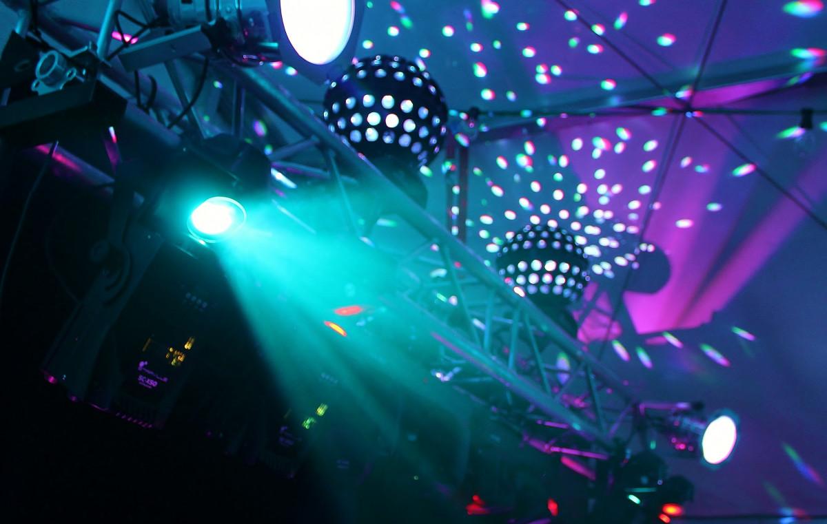 музыка для танцпола онлайн компания